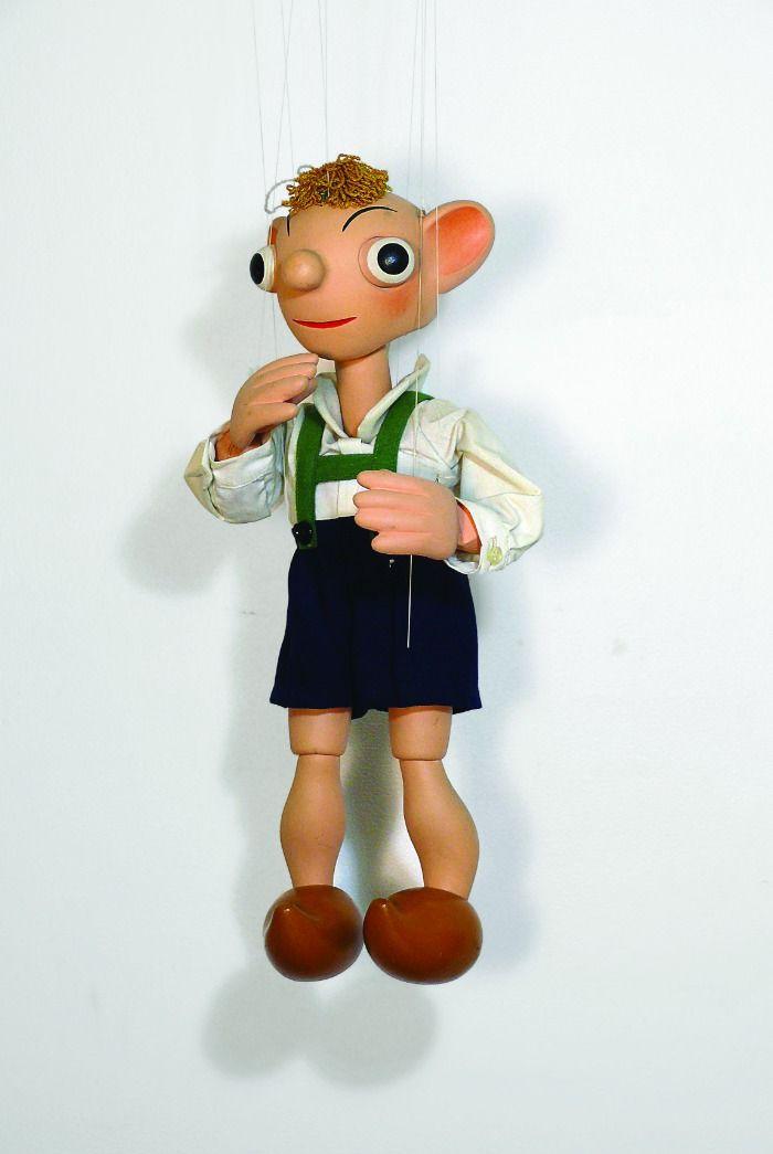 Ich überlege und überlege, an wen erinnert mich diese Marionette? ICH HABS .........Philipp
