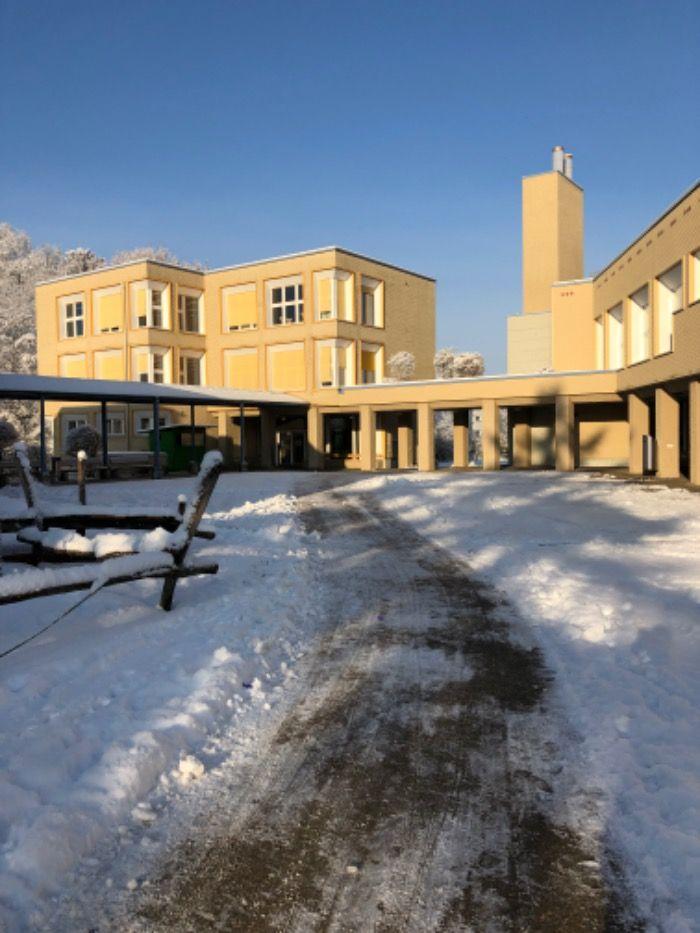 1. Gemeinde der Schweiz - Oetwil am See schafft die Schulpflicht ab!