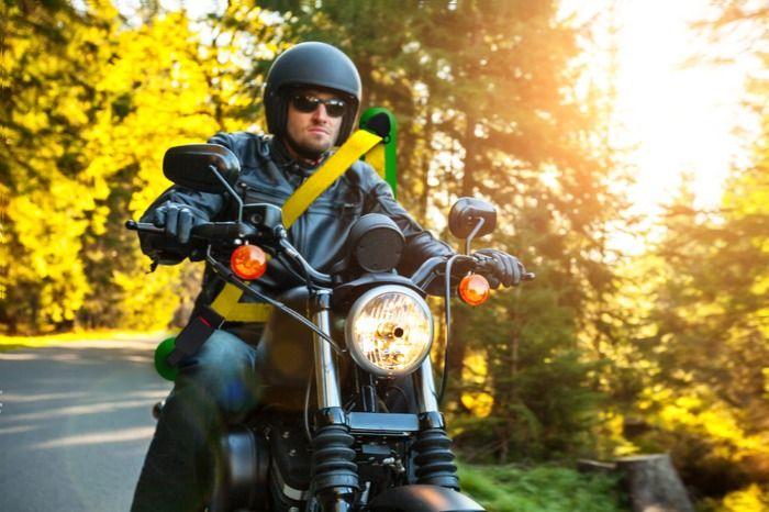 UNGLAUBLICH! Motorradfahrer müssen sich ab Januar anschnallen!